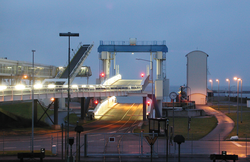 At the ferry terminal in Puttgarden, large cylinders from Neumeister Hydraulik are constantly in motion.