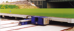 Using a hydraulic system from Neumeister, the lawn bed of the AufSchalke arena can be pushed in or out of the stadium on rails in a three-and-a-half to four-hour process.